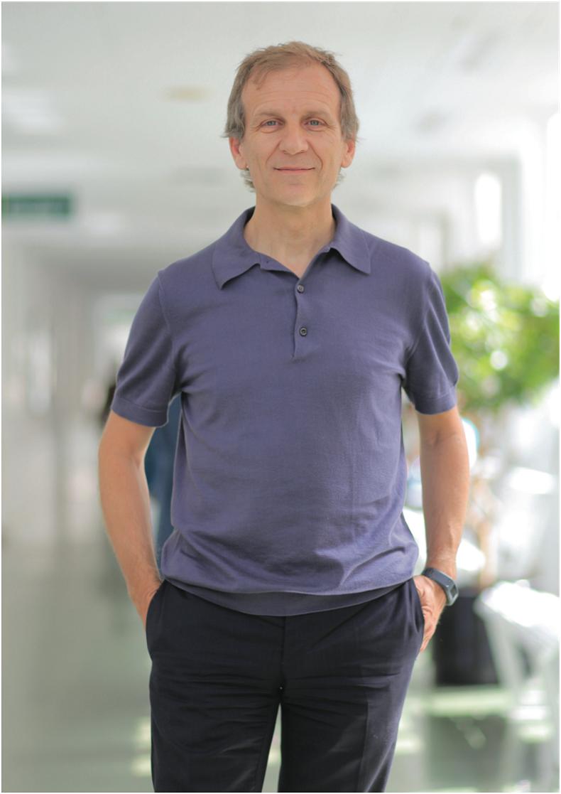 Доктор Антонио Алькарас, Трансплантолог почек.